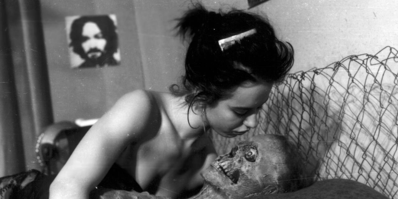 Conheça os filmes de terror que parecem filmes eróticos