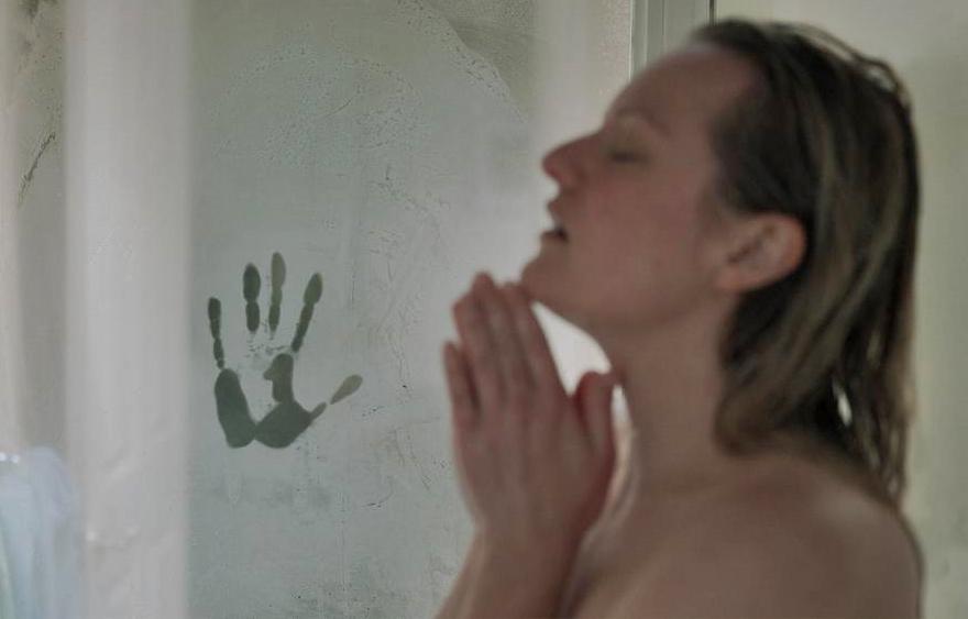 Mulher é atormentada por ex abusivo em novo trailer do filme 'O Homem Invisível'